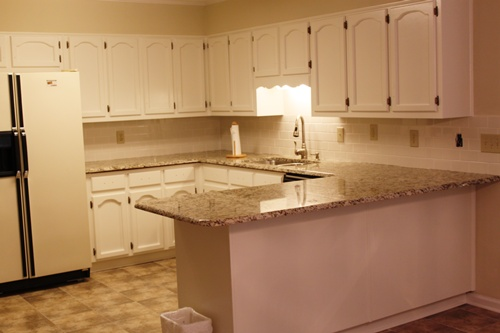 Feature friday updating a 198039s kitchen southern for Kitchen colors with white cabinets with rouleaux papier peint