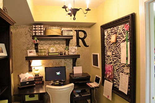 Elegant wallpapered office nook southern hospitality - Work office decorating ideas pictures ...