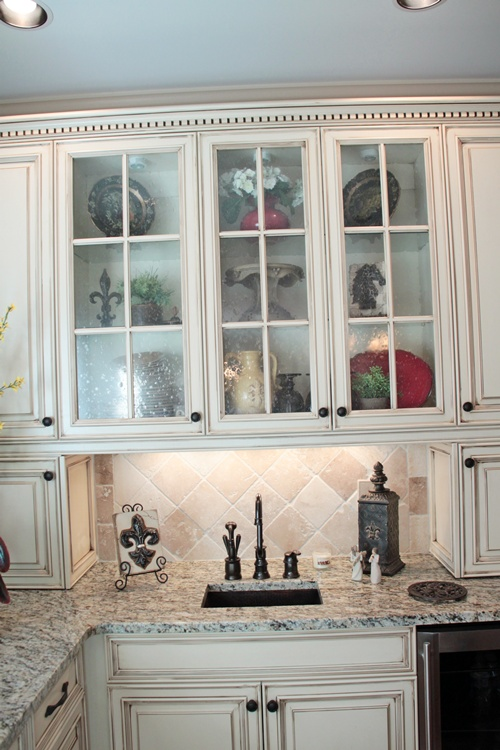 seedy glass for kitchen cabinets feature friday ruby s new kitchen southern hospitality 25906