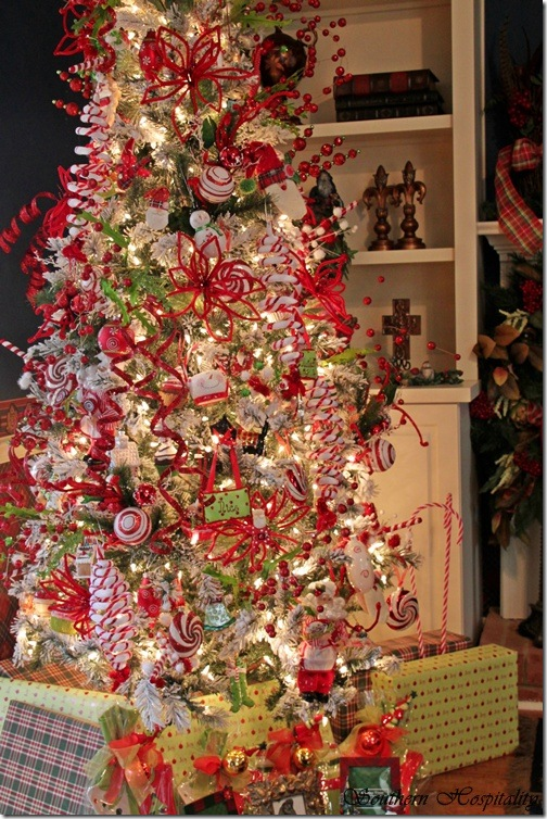 Feature Friday: Ruby's Big and Festive Foyer Tree - Southern ...