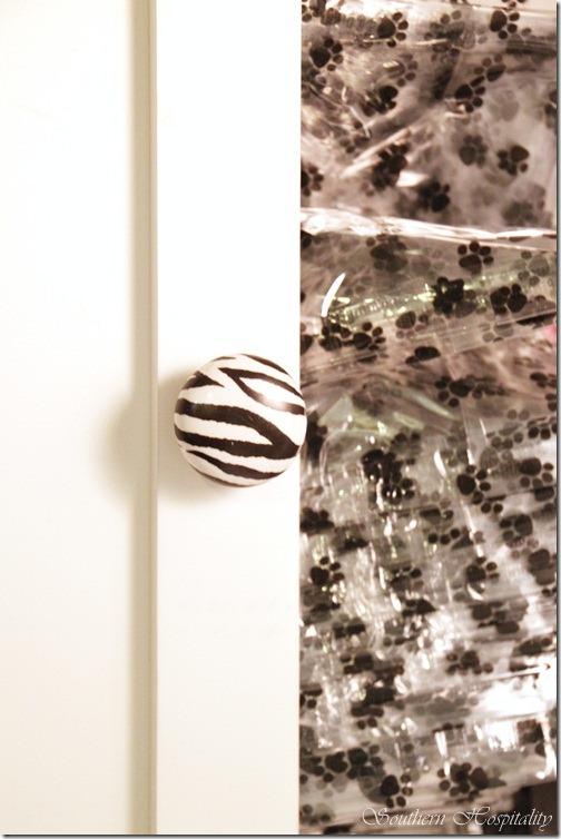Zebra knob