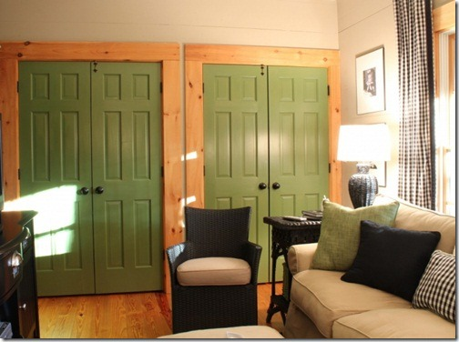 green-closet-doors-in-playroom-1024x764(pp_w725_h540)