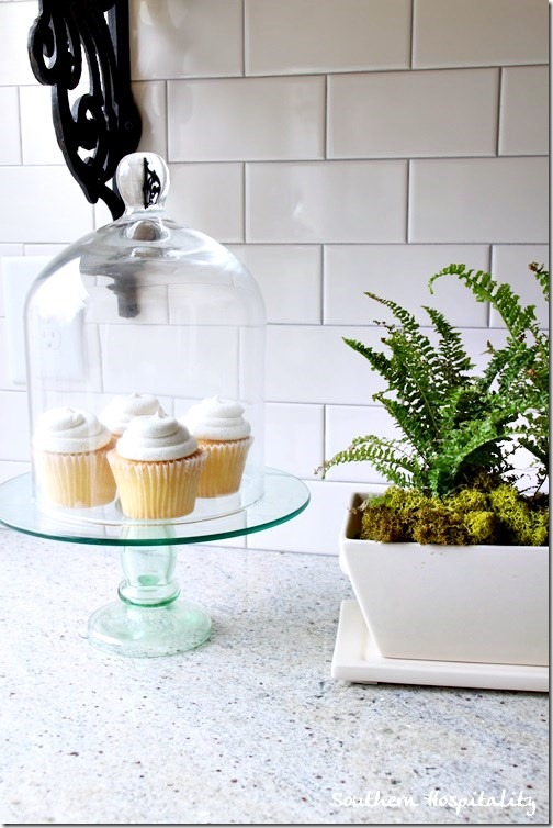 cupcakes on cakestand