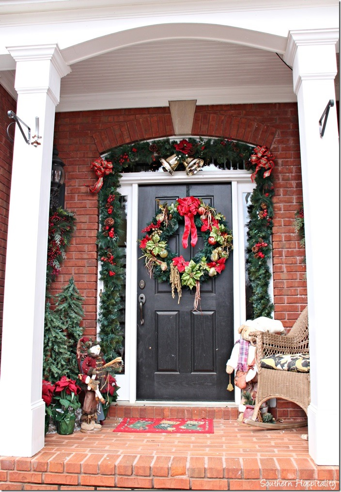 Adding color to decor southern hospitality - Their Front Door Is Always Decked Out Too With Lighted Garland At