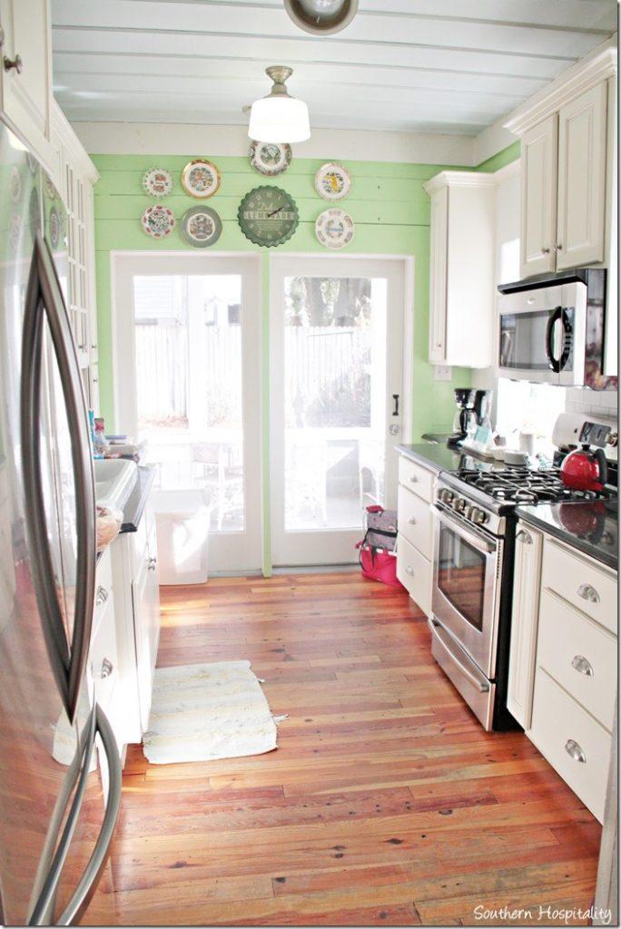 breeze inn kitchen