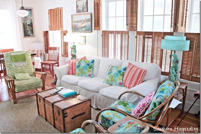 breeze inn living room