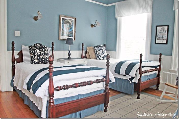 Trend white caps blue bedroom