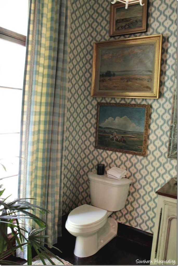 carriage entry powder room
