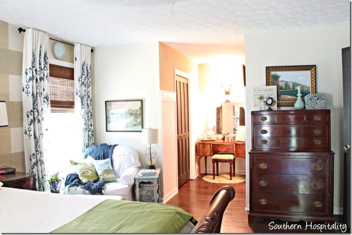 master bedroom to vanity