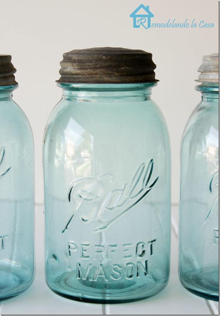 Blue Mason jars with rusty lids1 remodelandolacasa