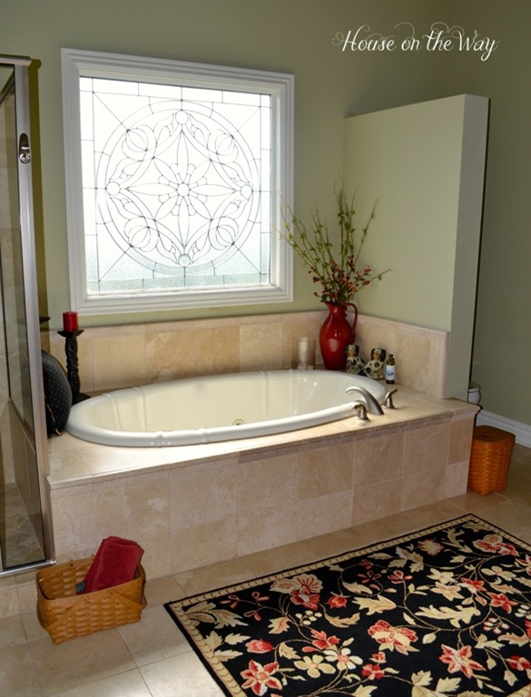 Feature friday house on the way southern hospitality for Bathroom garden tub decorating