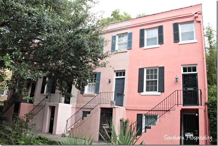 saannah pink house
