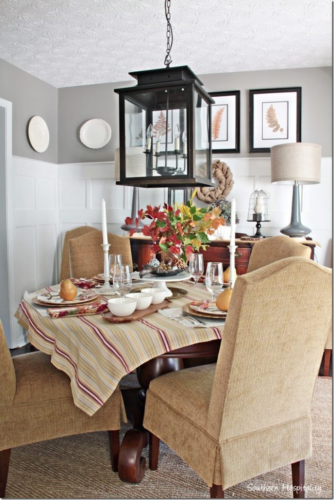 diing room set for thanksgiving