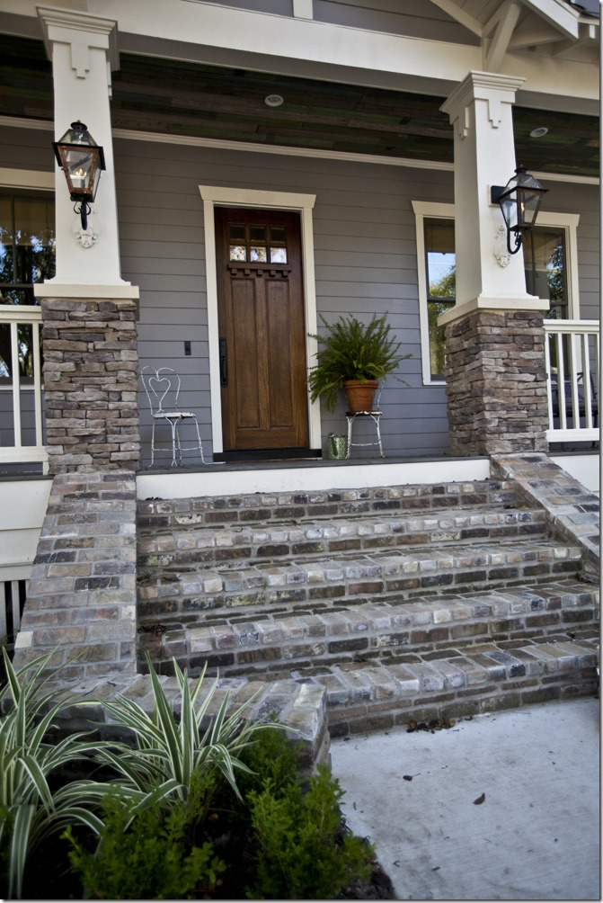 Feature friday cedar hill farmhouse southern hospitality for Front door steps ideas