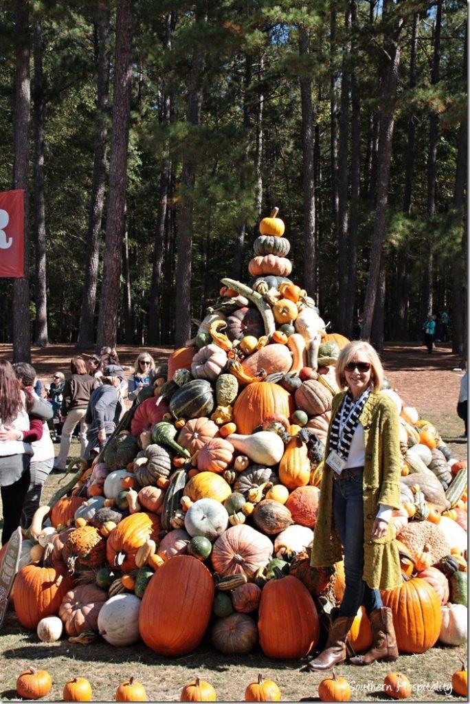 pumpkin pile at country living fair