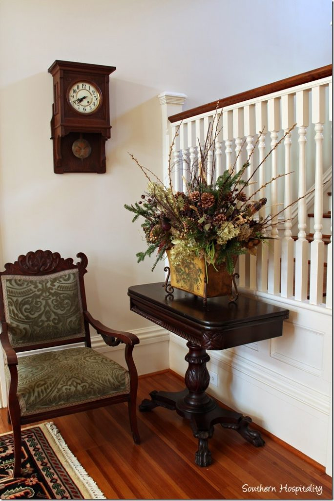 foyer table and chair