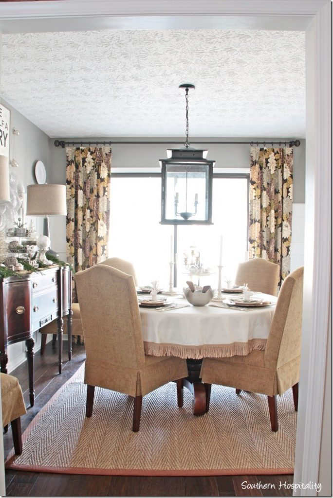 whole-dining-room-christmas_thumb.jpg