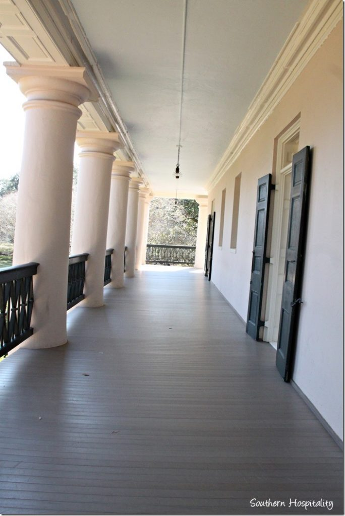 Oak alley plantation in la southern hospitality for Balcony upstairs