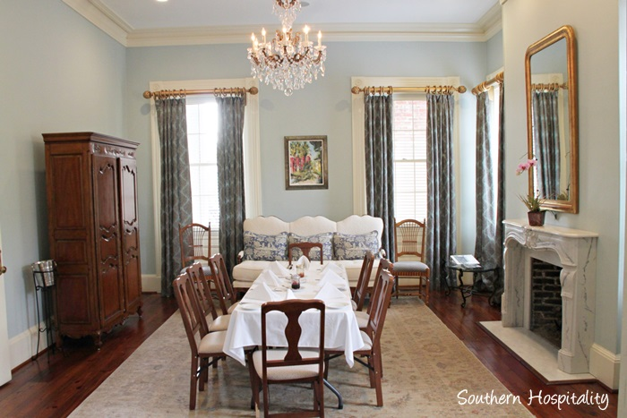 fort conde inn table