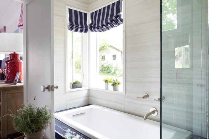 Good uo master bathroom interior bath tub window red white