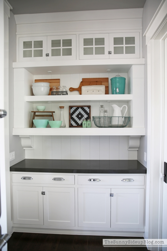 styled-butlers-pantry-shelves-634x951