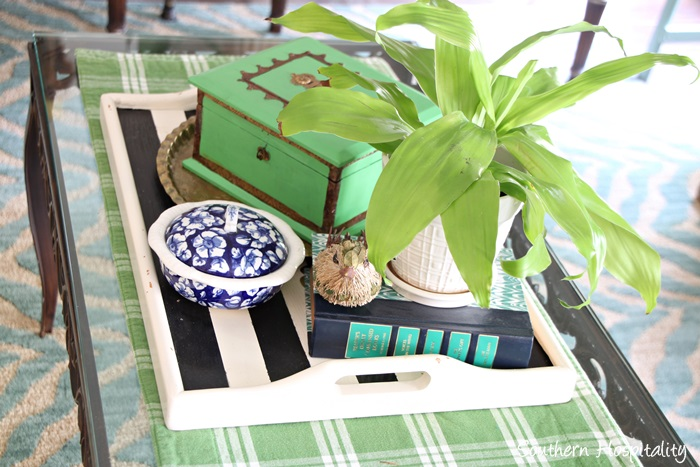 coffee table vignette001