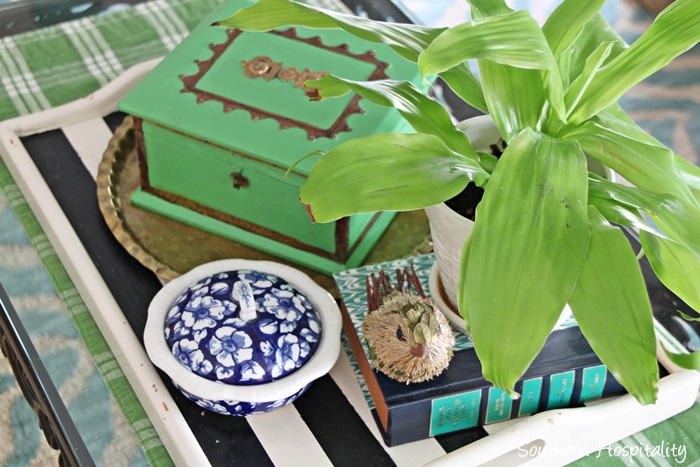 coffee table vignette002