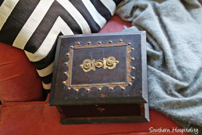thriftstore box before001