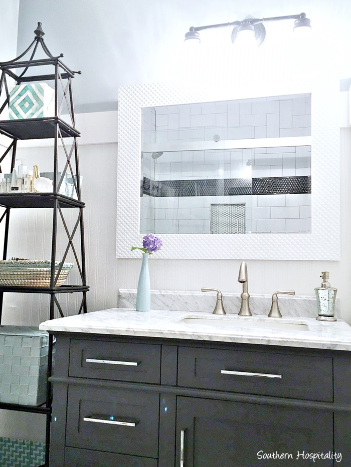 black and white bathroom vanity001