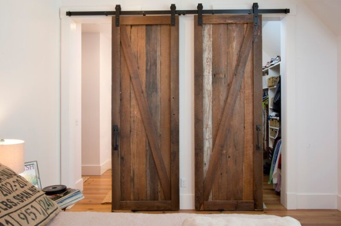 lighhouse-barn-doors-2-e1446816360577