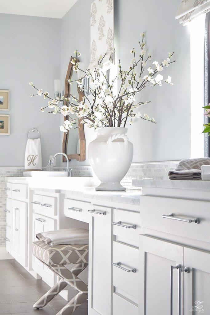 neutral-transitional-master-bath-white-cabinets-carrara-marble-benjamin-moore-silver-lake-3