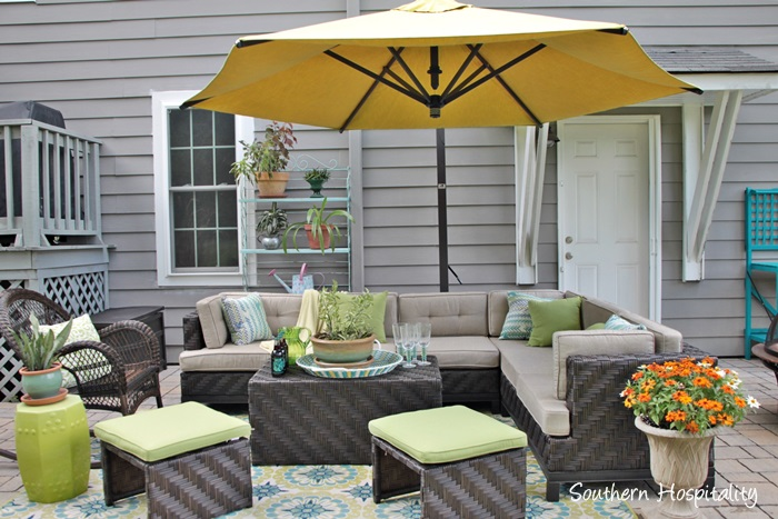 outdoor patio space with umbrella018