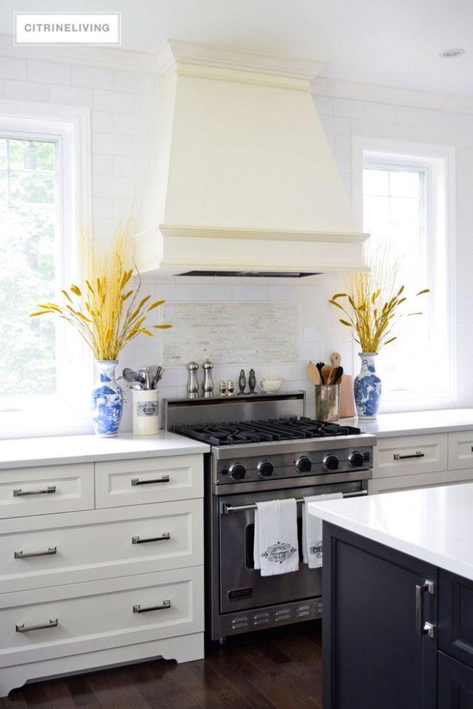 kitchen-fall-decor-black-island-ivory-cabinets-3-1