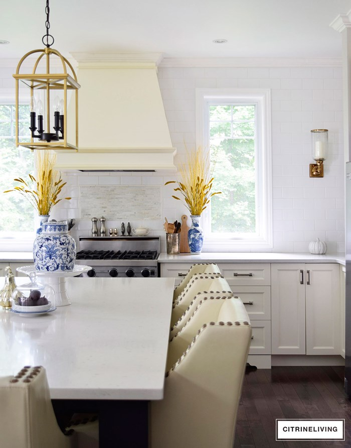 kitchen-fall-decor-ginger-jar-barstools-2