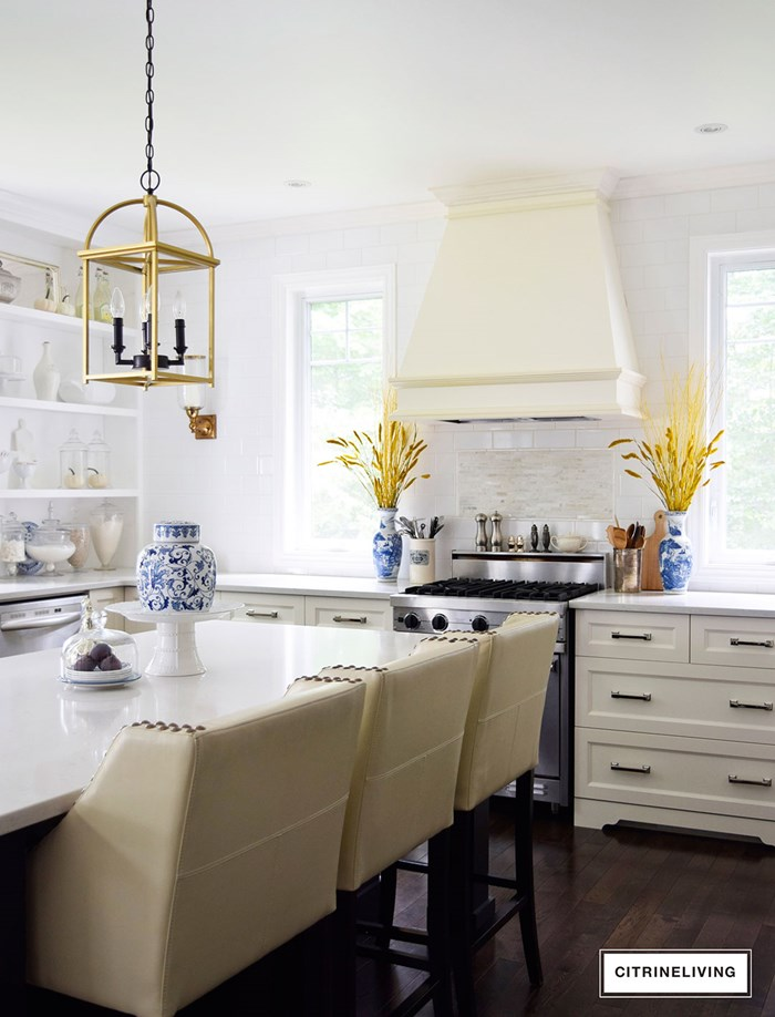 kitchen-fall-decor-ginger-jar-barstools
