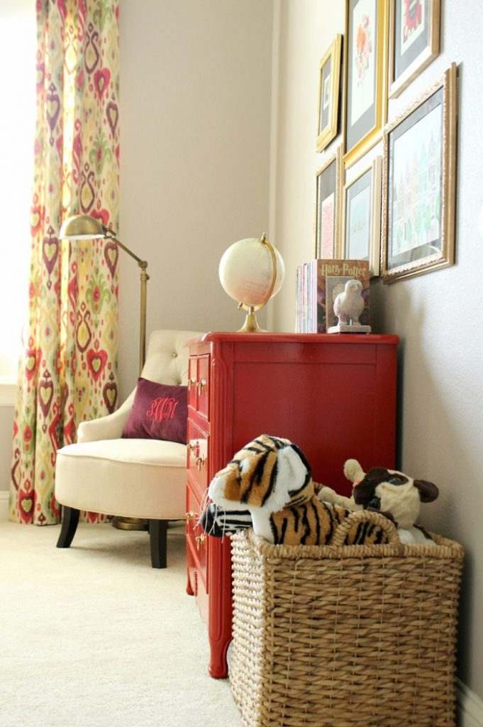 dresser-and-chair-from-door