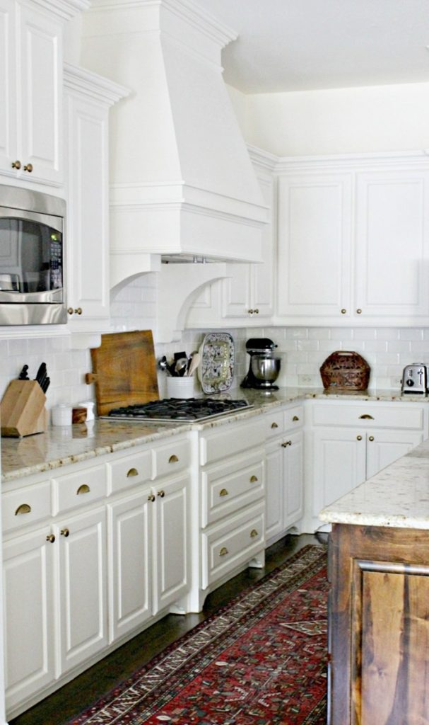 white-kitchen-hood-white-subway-tile