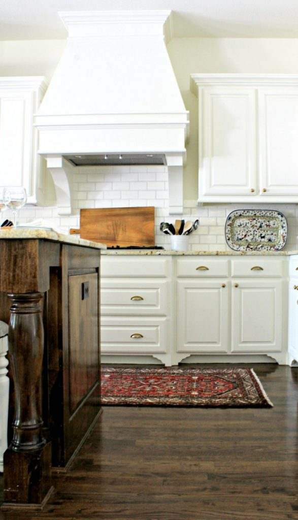 white-kitchen-hood