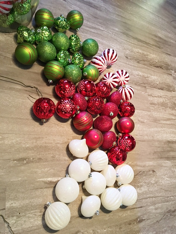 red-and-green-christmas-ball-wreath002