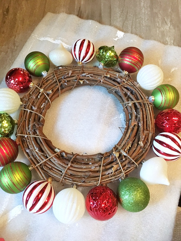 red-and-green-christmas-ball-wreath005