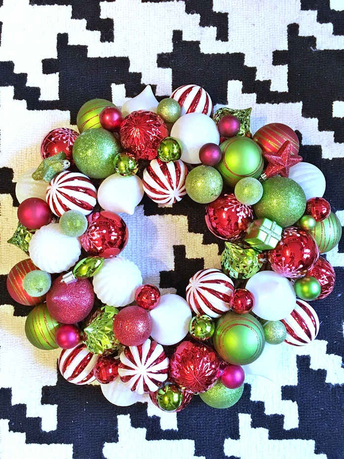 red-and-green-christmas-ball-wreath008