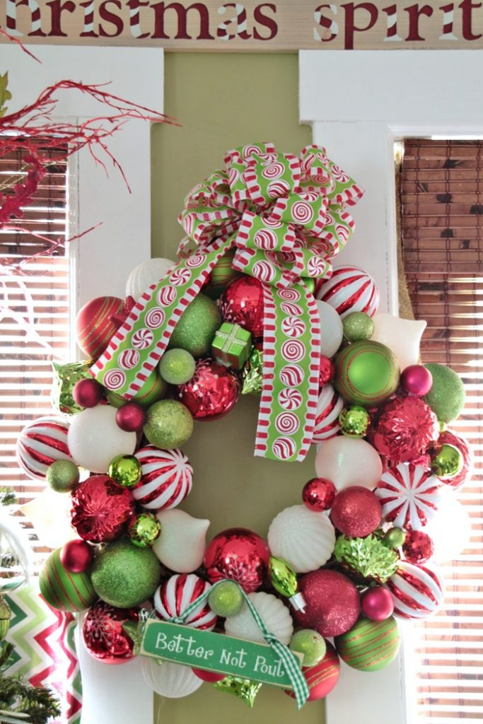 red-and-green-christmas-ball-wreath009