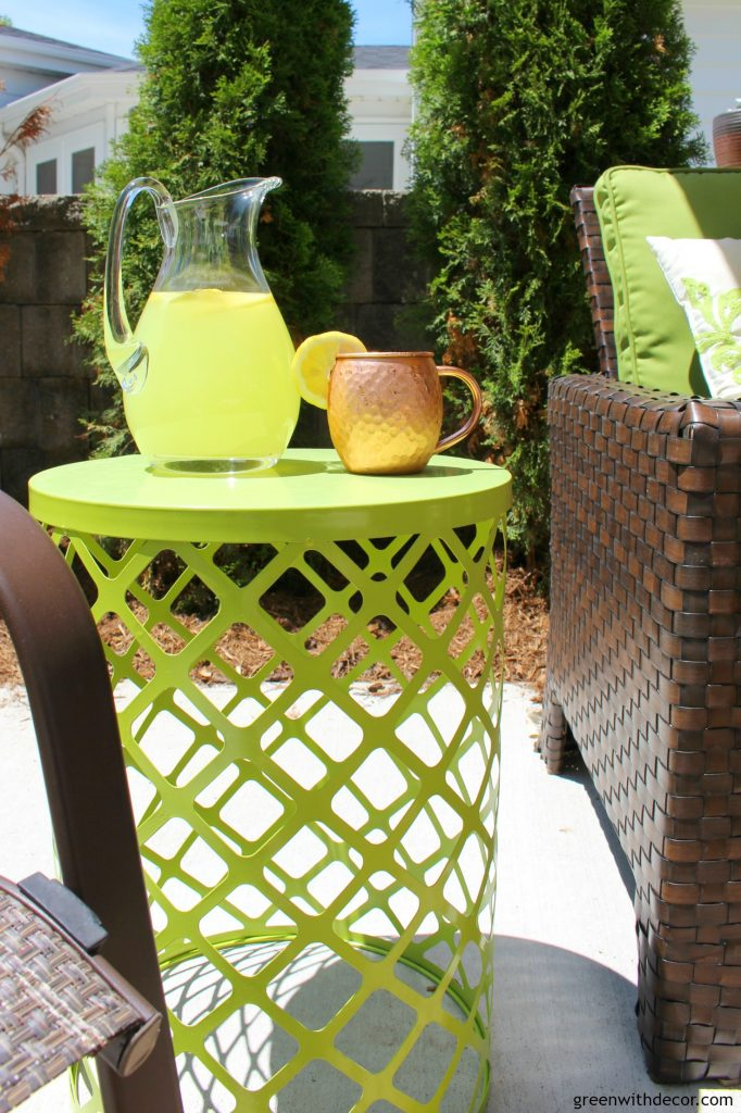 green-with-decor-add-color-to-the-patio-4-682x1024