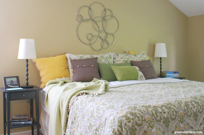green-with-decor-pillows-3
