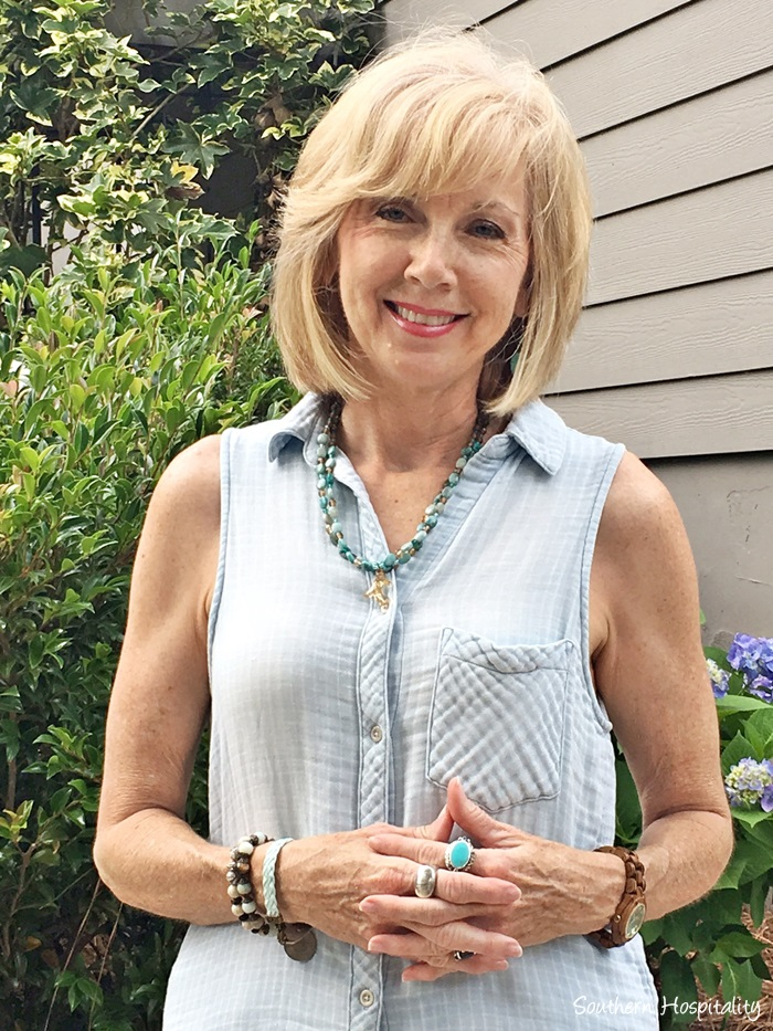 Fashion over 50: Blue Summer Top White Jeans - Southern