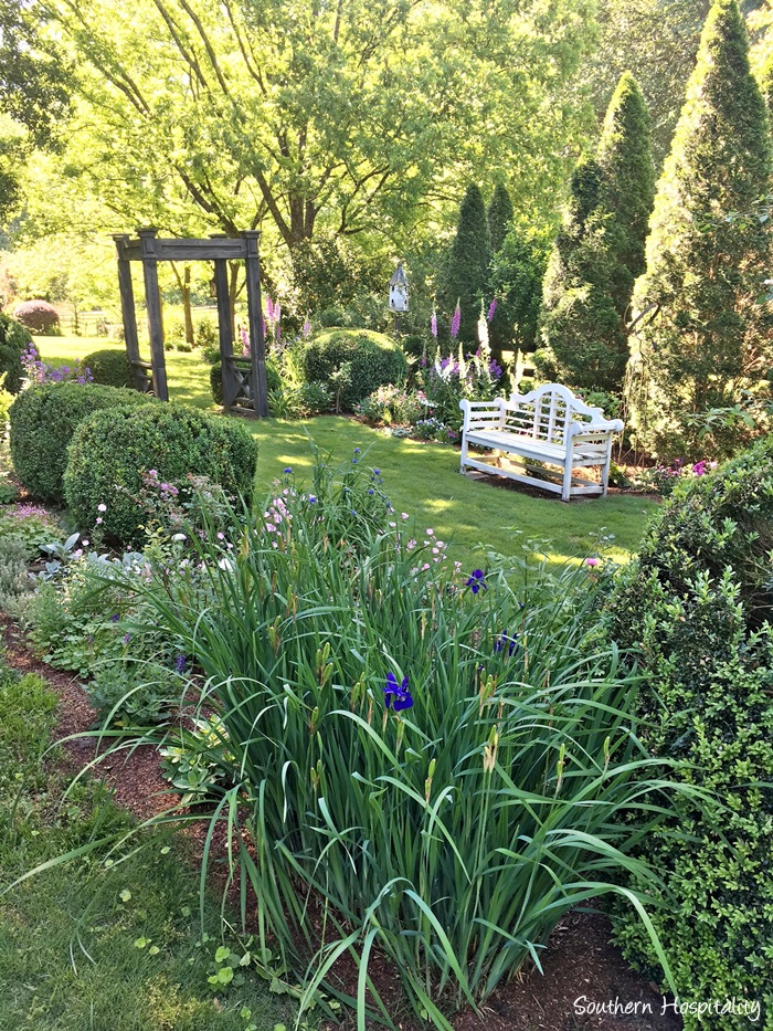 Feature Friday A Traditional Colonial Home Garden