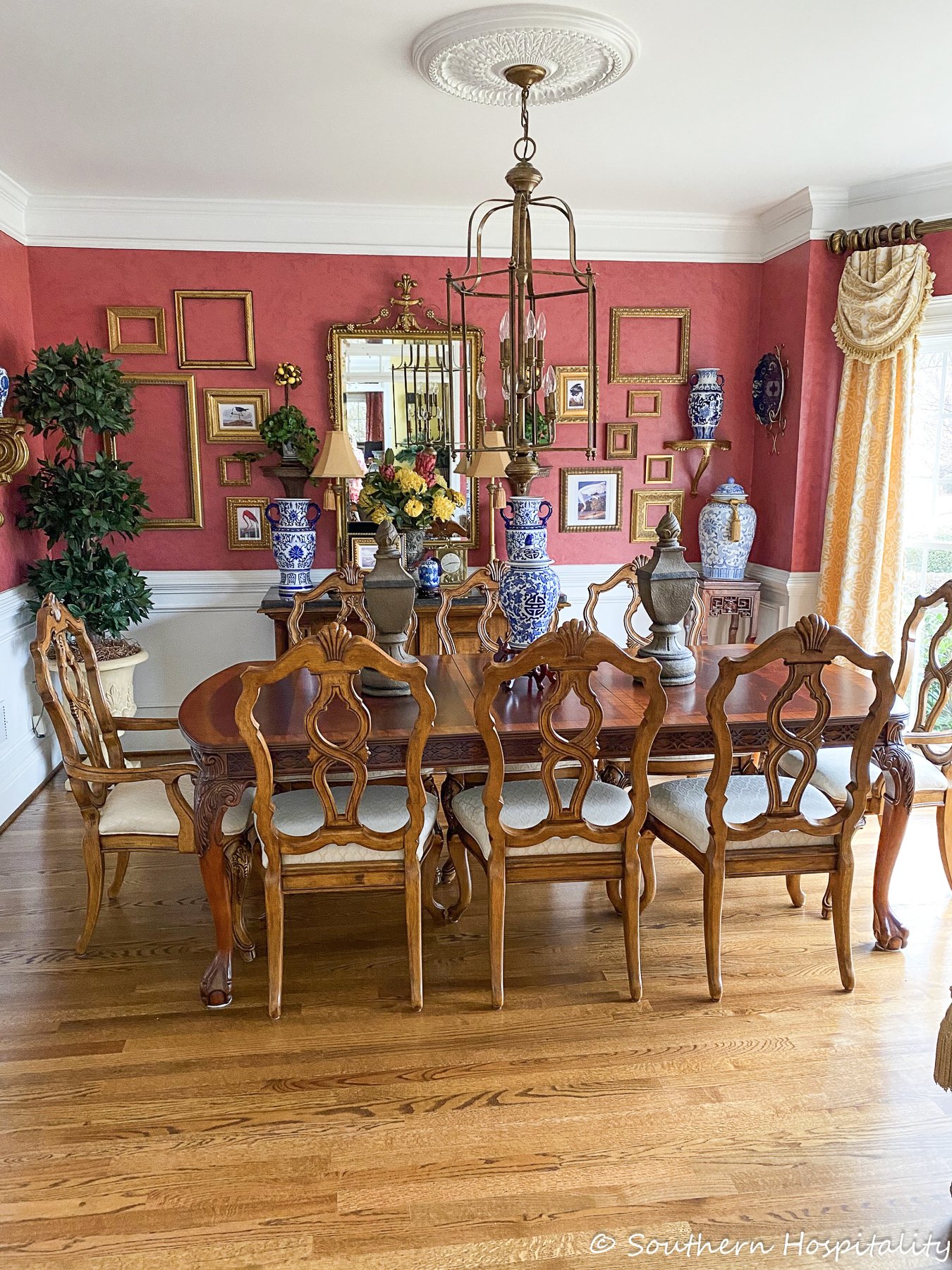 Feature Friday: Debbie's Colorful Traditional Home